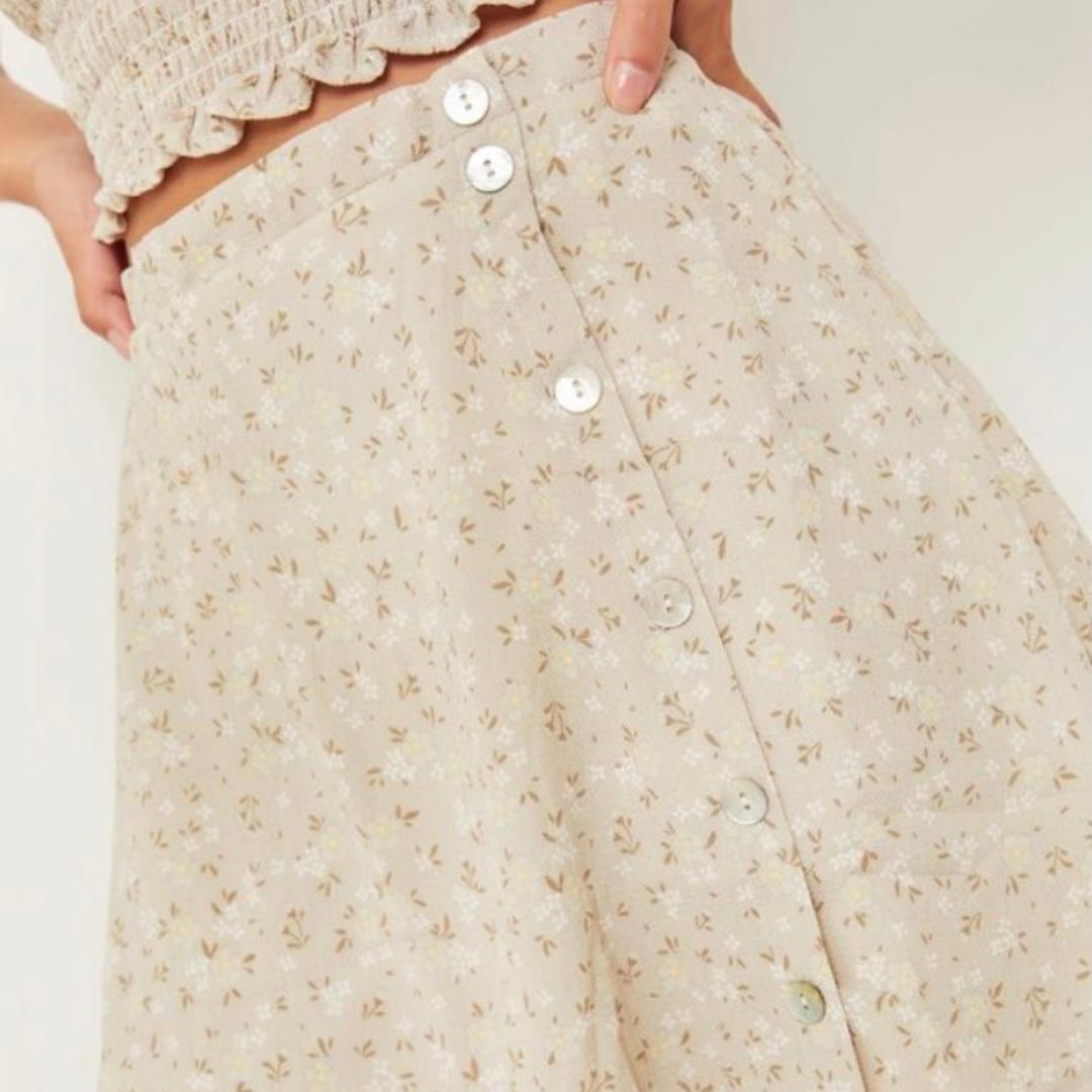 Neutral floral skirt from Ardene