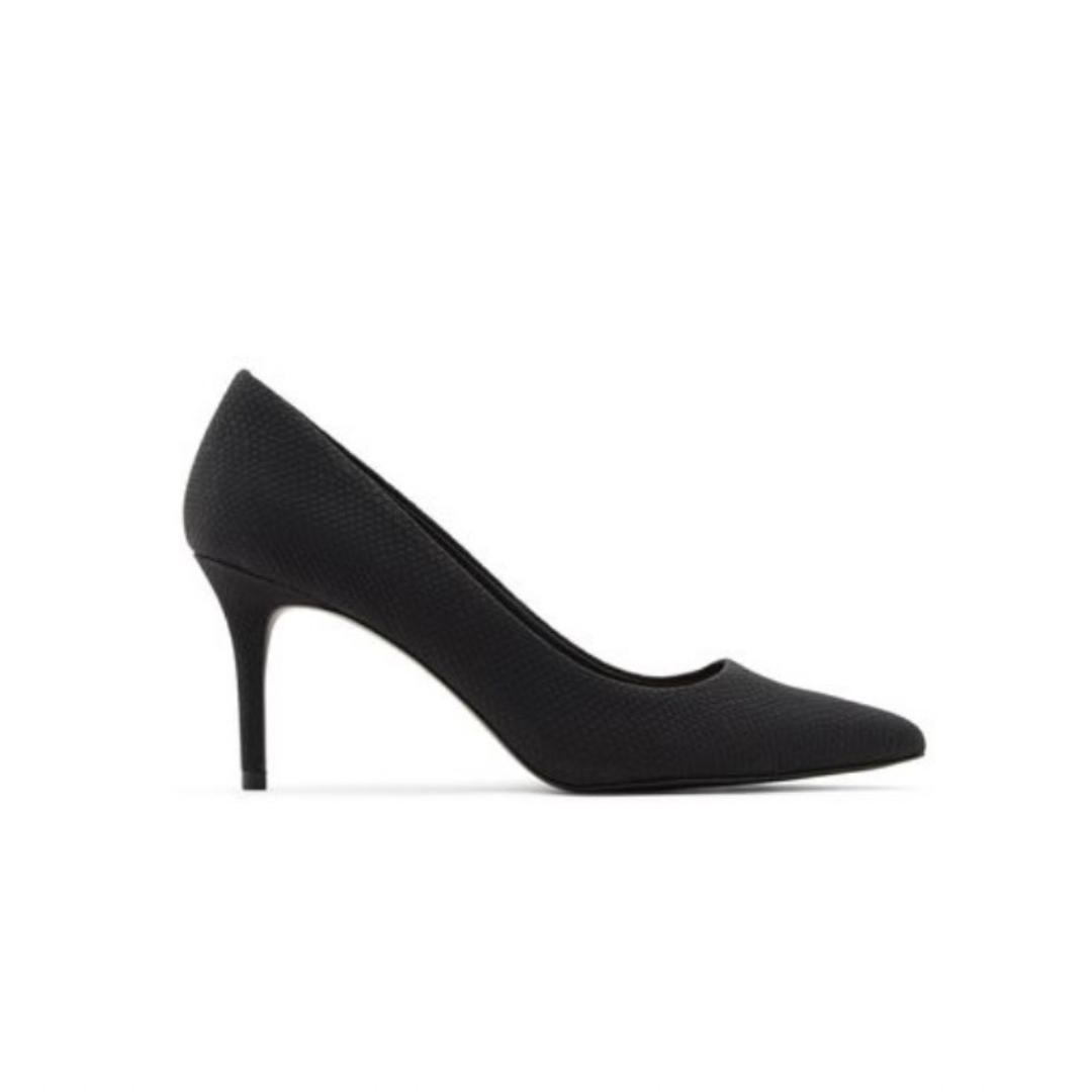 Black pump pointed shoe